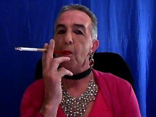 Sissy Rauchen neuen rosafarbenen Kleid