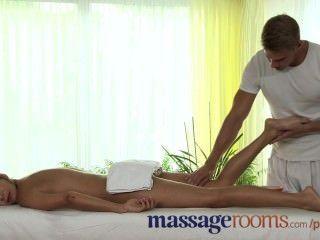 Massageräume perfekt Teen Beine und Füße in heißem cum geölt und bedeckt