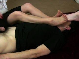 Riechende Nylon-Füße Handjob