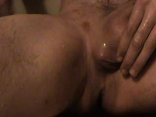 Teen rasiert Schwanz und spielt mit Penisringe.