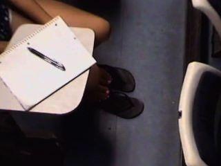 offen asiatische College-Mädchen Füße und Beine
