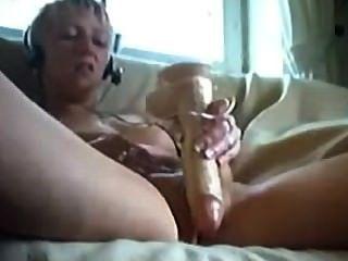 Amateur blonde Teen fickt ihre Muschi mit Spielzeug