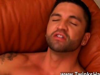 hot Homosexuell Sex Dominikus arbeitet fleissig ihre Ficklöcher mit seiner Zunge über,