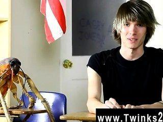 hot Homosexuell Szene junge Casey Jones ist 18 Jahre alt und neu in der Porno