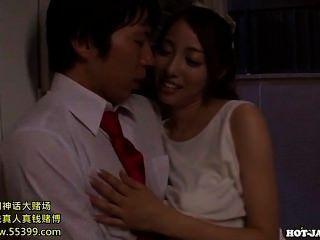 Japanische Mädchen jav Massage Mädchen in kitchen.avi angegriffen