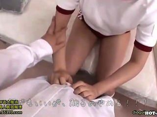 Japanische Mädchen bezaubern heiße reife Frau in kitchen.avi