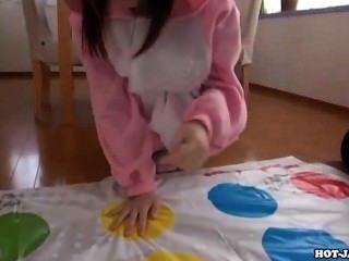 Japanische Mädchen masturbiert mit sexy Privatlehrer sofa.avi