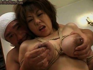 Laktation, mothermilk mit gebundenen Titten