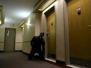 geil frogman schleicht sich in Hotel und bricht in ein Hotelzimmer