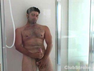 straight Guy johnny seinen riesigen Schwanz masturbiert