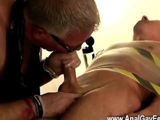 Homosexuell Porno Master kane Milchen und saugt ihn, trimmt seine ginormous Fleisch, dann