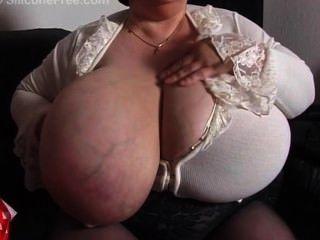 Oma mit Riesentitten