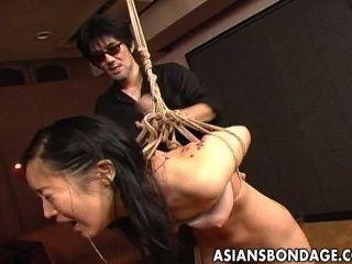 verlockend japanische Babe gefingert und arbeitete in der Knechtschaft