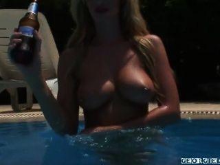 g30rg1ed @ rby nackt im Pool