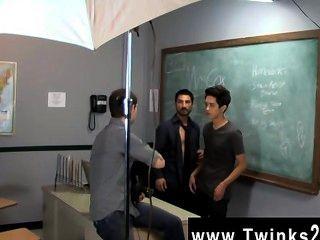 Homosexuell Hahn nur ein weiterer Tag am Teach Twinks Büro! jason alcok hilft