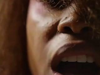 Erikah badu und lil sis buttnaked Musikvideo